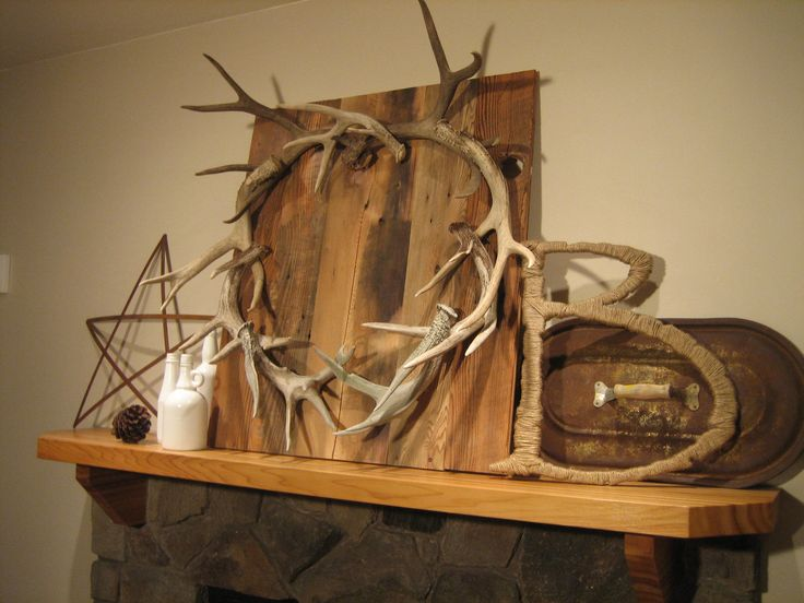 18 best images about decorating with deer antlers on for Antler decorations for home