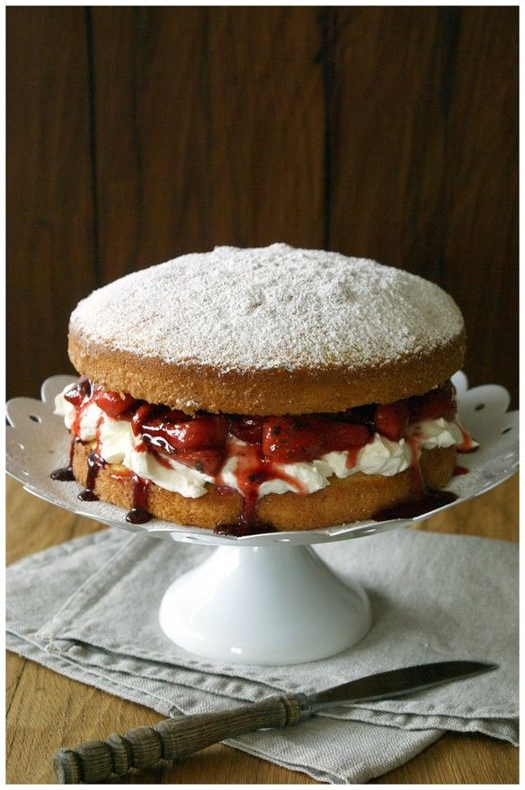 sponge cake with limoncello & balsamic strawberries | complimenttothechef.com