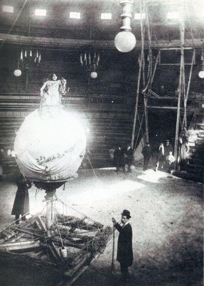 1900. Ensayo de un número acrobático en el Circo Price | Flickr: Intercambio de fotos