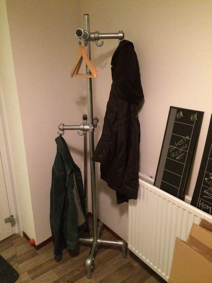 Hangend Rek Keuken : Meer dan 1000 idee?n over Handdoek Houder Badkamer op Pinterest