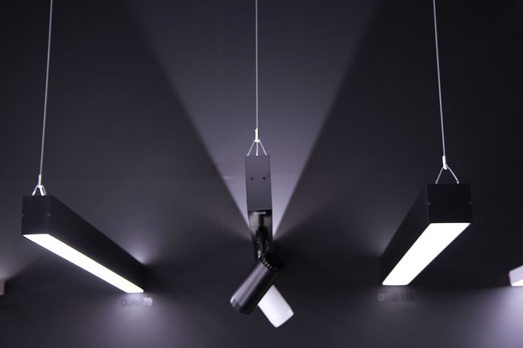 NIKO 76 48V Spotlights within Tatoo 46 indirect lighting profile by Optelma. #LightingDesign #Lighting #Retail #Architecture #InteriorDesign #LED