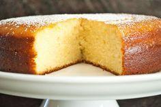 Φτιάξε ένα απολαυστικό κέικ λεμονιού με γιαούρτι εύκολα και γρήγορα: Ανακάτεψε το αλεύρι, τη...