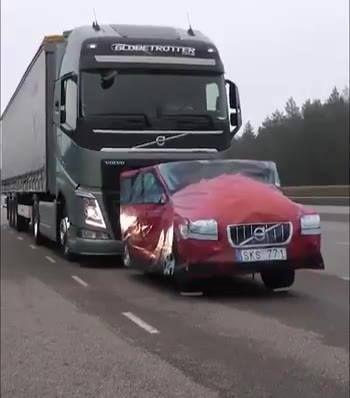 El sistema de alerta de colisión de los nuevos camiones Volvo.