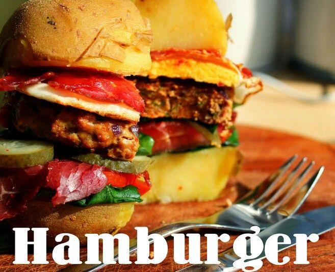 Sağlıklı doğal hamburger:  Fırında pişirilmiş Patateslerin arasına yeşillik,domates,kırmızı soğan, pastırma, turşu, dana kıymasından köfte, tavada yumurta ve acı sosumu yerleştiriyorum. Afiyet olsun. :) . . . . . . . . . . . . . . . . . . . . . . . . Healthy Burger: Cook potatos in the oven, place greens, tomatos, beef bacon, pickles, beef steak , fried eggs and selfmade spicy sauce on it. Enjoy! :)