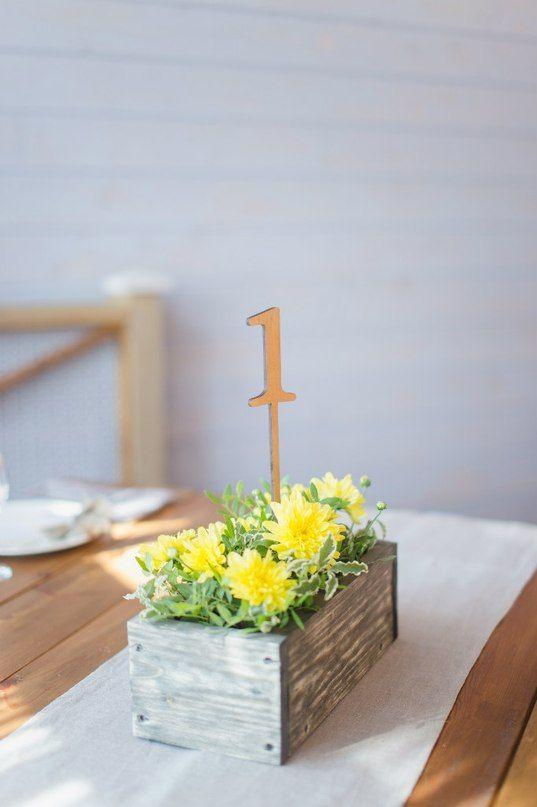 Оформление свадеб. Стол гостей. Номерок на стол. Хризантемы