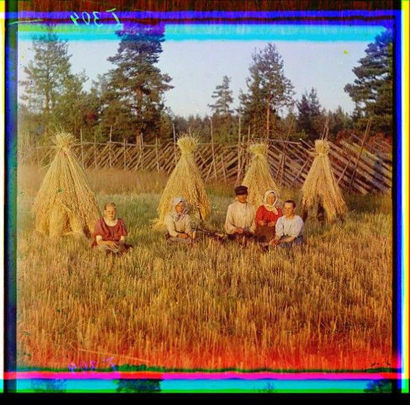 Color photography from 1900s Russia