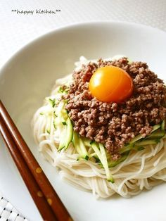甘辛い肉味噌とあっさり素麺に生卵がとっても合う♪冷や麦でもきっと美味しい!1人ランチや素麺消費にどうぞ♪
