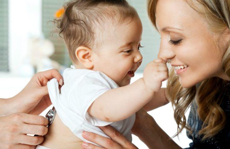 O primeiro ano de vida do bebê é cheio de mudanças. Aquele recém-nascido pequenininho que passava a maior parte do dia dormindo pode terminar esse período andando e até soltando algumas palavrinhas. Além do desenvolvimento físico, com o crescimento, ganho de peso e habilidades motoras, é importante ficar de olho no desenvolvimento emocional e social …
