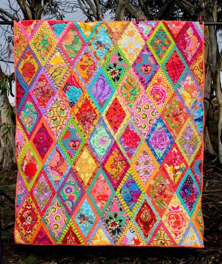 Bordered Diamond Quilt Finish, Kaffe Fassett design at Gone Aussie Quilting