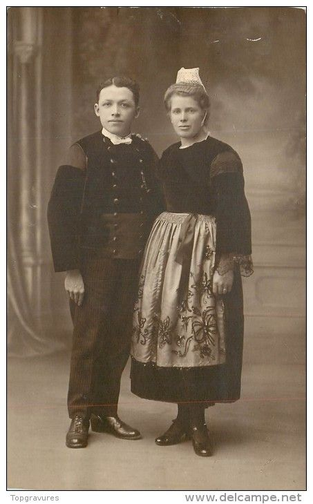 CARTE PHOTO JEUNE COUPLE EN COSTUME 6045