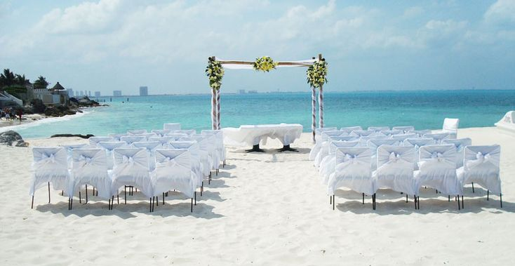 Beach wedding at RIU Caribe in Cancun, Mexico