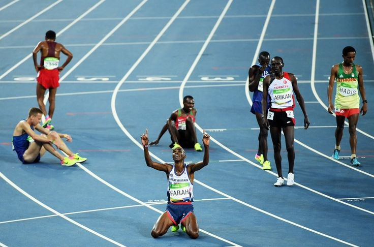 #MoFarah sinks to his knees and points to the heavens winning the 10km, first of two golds at Rio2016 in #rio2016 in phlow