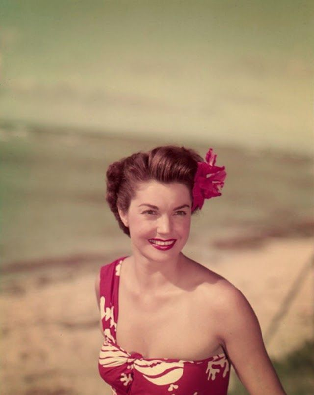 vintage everyday: Beautiful Vintage Photos of Esther Williams in Swimsuits from the 1940s and 1950s