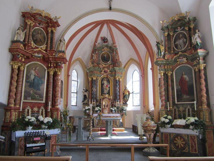 Sonntag in Vorarlberg, Altäre der St. Oswald und Dominikus Kirche (14.04.2013)