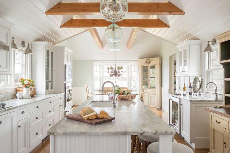 This beautiful Cape Cod, Massachusetts kitchen designed by Robin Decoteau of Supply New England's Kitchen & Bath Gallery and photographed by Kyle J. Caldwell is chock-full of charm! Worki…