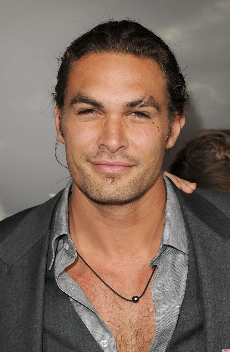 Jason Momoa. I love that scar through his brow. Sexxxxxy!