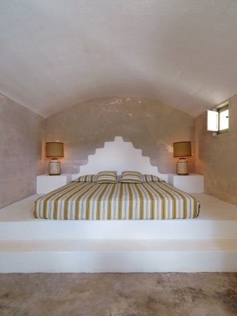 Trullo living, bed
