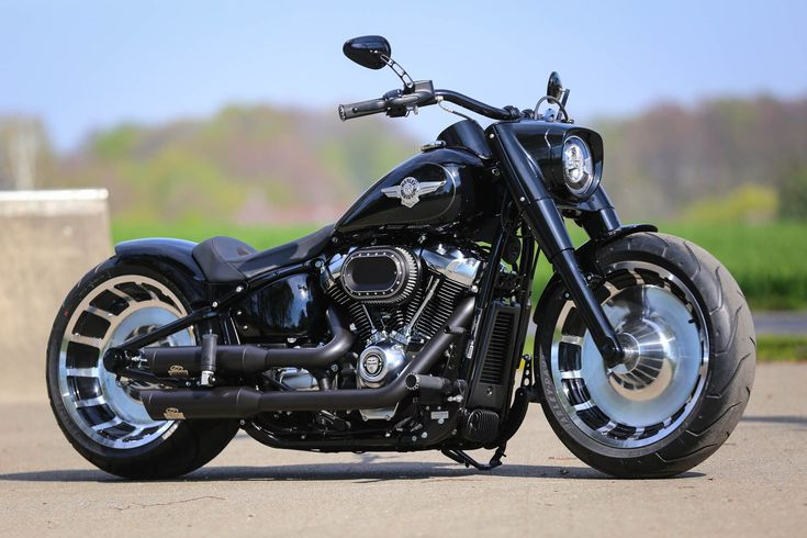 Thunderbike NightClub • Customized Harley-Davidson Softail Fats Boy FLFBS