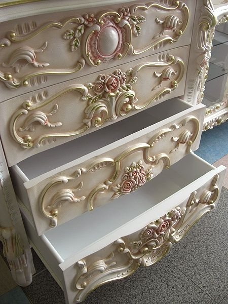 .French drawers...shell pink on white, just possibly my favourite colours....I have just the spot for this.