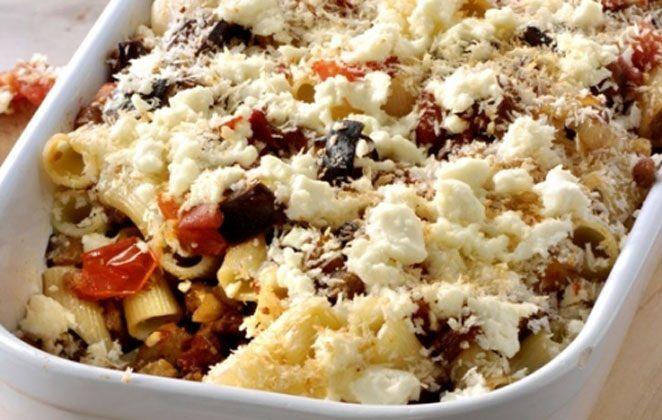 Μακαρονάδα φούρνου με κιμά και μελιτζάνες