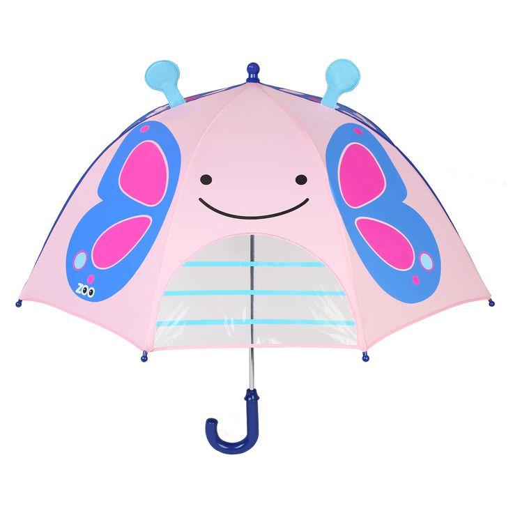 Skip Hop Paraply Sommerfugl er et morsomt paraply for de små,designet med sommerfugl med 3D- følehorn. Paraplyet har et lite vindu som barnet kan titte ut av og samtidig beskyttes mot regn og vind. Håndtaket er lite og hendig og barnet ditt kan neklet felle opp/ ned paraplyet selv. Skip Hop Zoo Paraply Sommerfugl kan slås sammen med borrelås når det felles ned. Gjør uvære litt mer morsomt!<br><br>Mål: L66 x Ø73 cm.<br><br>Materiale: Polyester.<br><br>&...