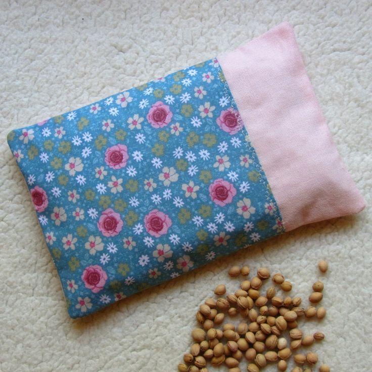 bouillotte s che aux noyaux de cerises d houssable romantique en tissu fleurs soin bien. Black Bedroom Furniture Sets. Home Design Ideas