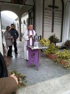 """Renato Bialetti, i funerali: le ceneri dentro la sua celebre moka """"con i baffi"""". Renato Bialetti, le fils du créateur de la célèbre cafetière italienne, est mort la semaine dernière. Il a voulu une urne personnalisée pour recueillir ses cendres."""