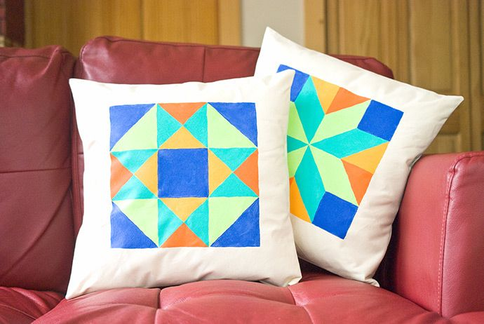 @followcharlotte put an adorable twist on traditional block pillows by painting in the square sections. This simple idea is the perfect weekend project. Find out which fabrics and products you'll need.