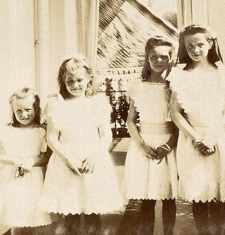 Rare photo of OTMA, 1905. Anastasia's gap tooth smile shows up well here.