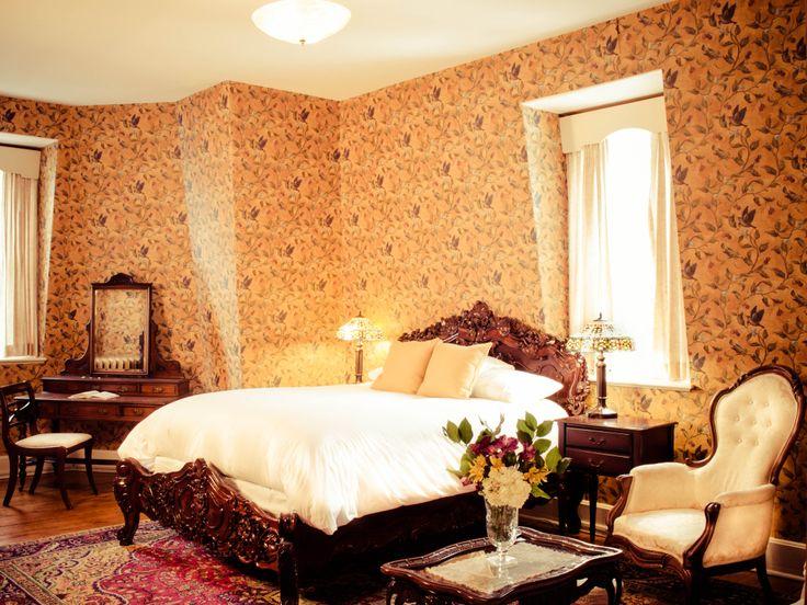 Queen size bed, Queen Anne Inn -Annapolis Royal.