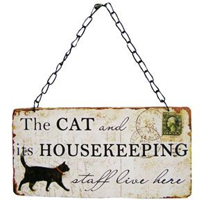 Is your cat king of your castle? Let everyone know with a cute vintage hanging sign. The Cat and it's Housekeeping staff live here!