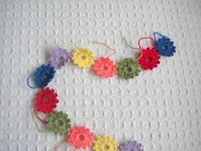 "Very cute Crochet Tutorial / ""Ready for Spring"" Garland"