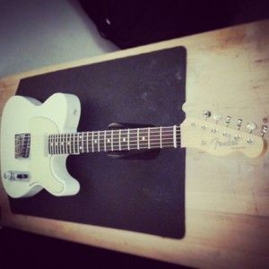 En ce moment à l'atelier : Fender Telecaster Baja Mexique de 2015 pour un réglage complet. Cordes d'Addario NYXL 11-49.