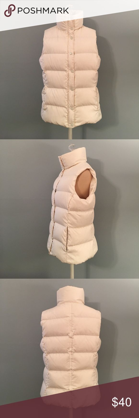 Women's White J. Crew Puffer Vest Women's White J. Crew Puffer Vest. Size Medium. Used but still in very good condition. Zips up and snap buttons closure. 2 side pockets each with a snap button closure. NO TRADES! J. Crew Jackets & Coats Vests