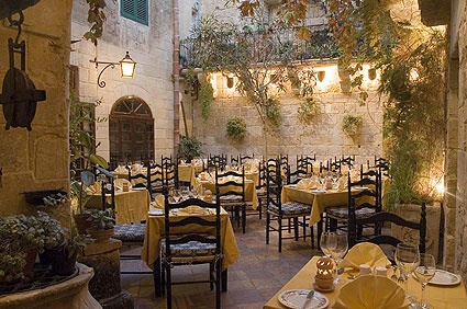 The Medina Restaurant: Locally sourced fine dining with a special 'Flavours of Malta' section. Anbefalt av Silje!