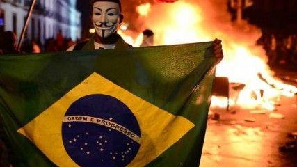 Le Brésil accueille la Coupe du Monde de football dès demain. Entre crise sociale et retard de l'organisation, pas sûr que l'image de tous ces beaux stades fassent oublier la crise dans laquelle le Brésil est engluée. Aujourd'hui 22% de la population brésilienne vit encore sous le seuil de pauvreté. Un progrès… car il était de 35% en 2006.