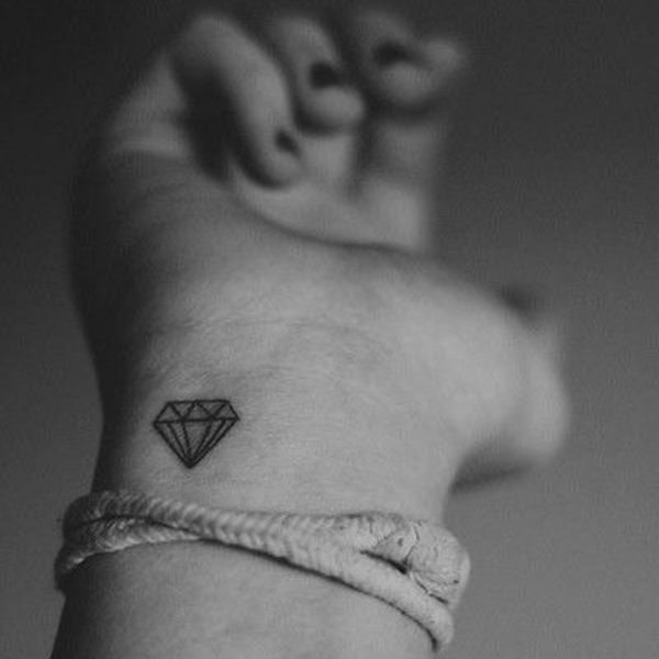 tattoo-am-handgelenk-diamant                              …