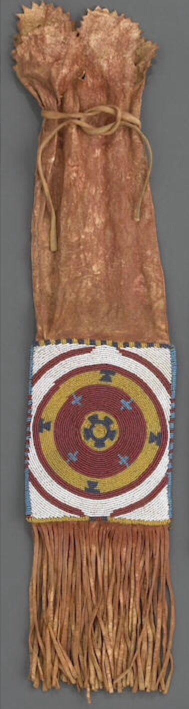 Сумка для табака, Черноногие. А. Из Portland Art Museum, Портленд, Орегон. Затем в собственности Museum Acquisition Fund. Bonhams, декабрь 2010.