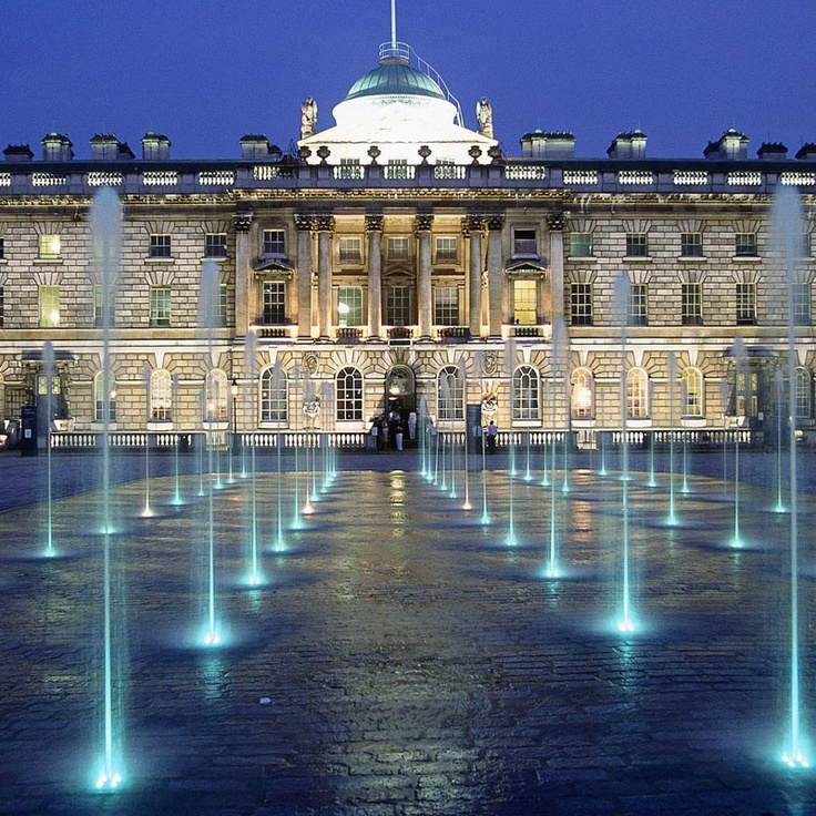 Somerset House during the evening, mesmerising water features. What it appears like from a distance.