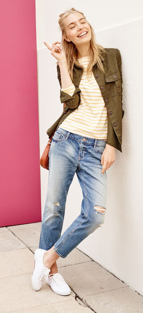 Just 'cause it's fall, doesn't mean you can't wear sunny colors. We ♥ this mariner striped tee paired with an army green utility jacket. Not only is it lightweight — it's a classic, too. Pair 'em with distressed low rise jeans for a laid-back feel. Slip into your favorite sneakers and you'll be ready for any weekend adventure.