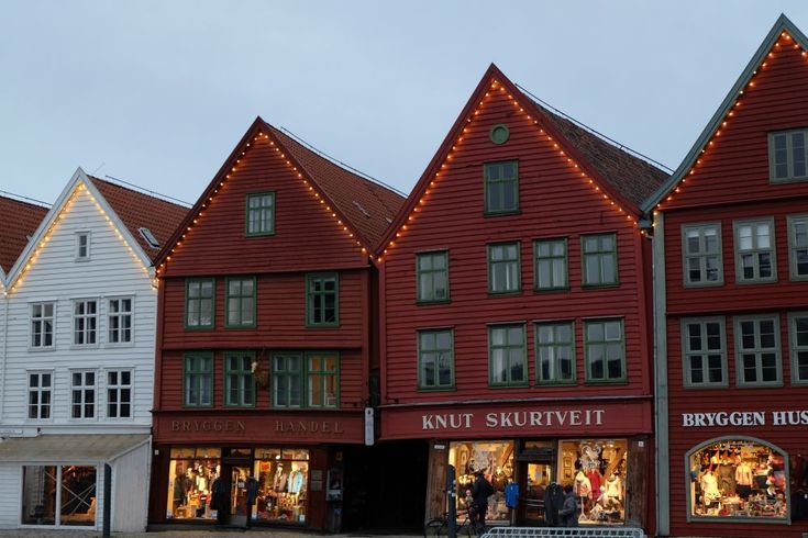 Those sweet houses known as Bryggen, are really lovely. And they are everywhere. On postcards, souvenir magnets, T-shirts, mugs. You will like it.