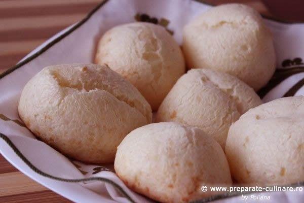 Pão de queijo (brasilian parmesan and cassava flour small breads)