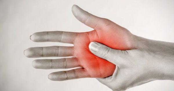 """Τις περισσότερες φορές το συναίσθημα του """"μουδιάσματος"""" στα άκρα οφείλεται στην πίεση στα νεύρα ή τα αιμοφόρα αγγεία που τροφοδοτούν τα νεύρα. Το μούδιασμα"""