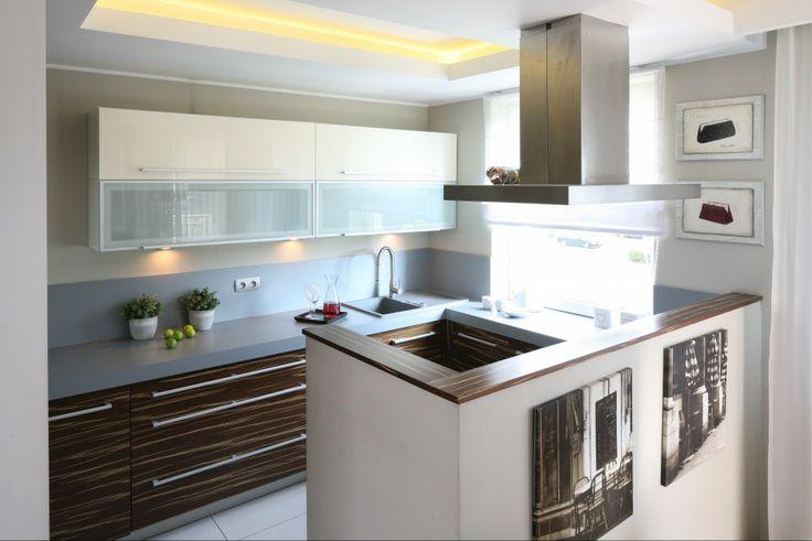 http://www.dobrzemieszkaj.pl/kuchnia_i_jadalnia/podlogi_i_sciany/107/co_polozyc_miedzy_szafkami_w_kuchni_praktyczne_rozwiazania,100867-110541.html