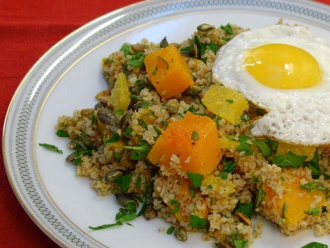 Vintersalat med græskar, appelsin, mynte og bulgur