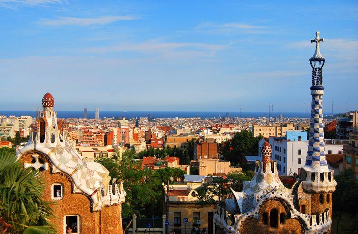 On ne présente plus Barcelone, une ville très affectionnée des Français pour s'évader le temps d'un grand week-end ! Marchés somptueux, architecture délirante de Gaudi, plage, tapas : il y en a pour tous les goûts !
