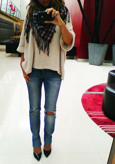 Skinny jeans, oversized sweater, heels- love this fall outfit!