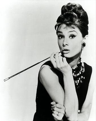 A mulher que sambou como ninguém nos padrões de beleza de sua época!  Audrey Hepburn! <3