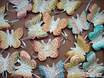 Handmade paper butterflies for favors Amazing wedding accessories by Mariapia Zepponi Italy