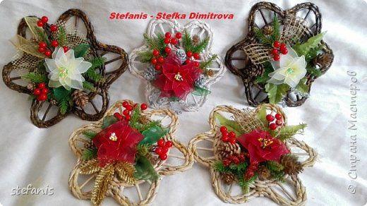 Поделка изделие Новый год Плетение у меня такие венки на двер получилис Бумага газетная Трубочки бумажные фото 4